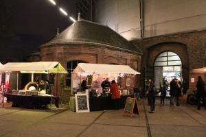 Leckeres Essen auf dem Neighbourhood Food Market