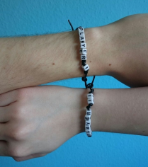 DIY Partner-Armbänder aus Leder mit Buchstaben