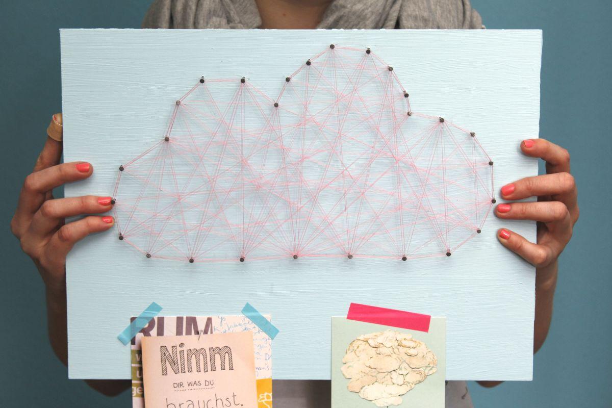 Memoboard mit Wolken-Fadenbild und Washi Tape